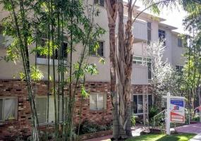 8450 De Longpre,Los Angeles,90069,28 Bedrooms Bedrooms,32 BathroomsBathrooms,Apartment,De Longpre Apartments,De Longpre,1010